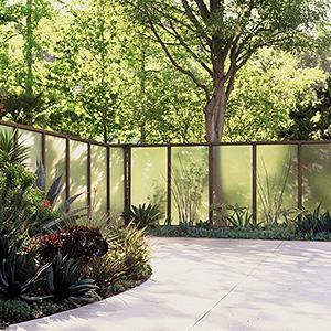 Gartenarchitektur mit Zäunen