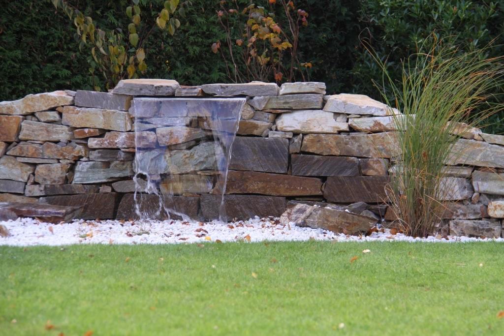 Wasserlauf in Kiesbeet