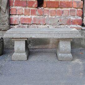 Steinbank für den Garten
