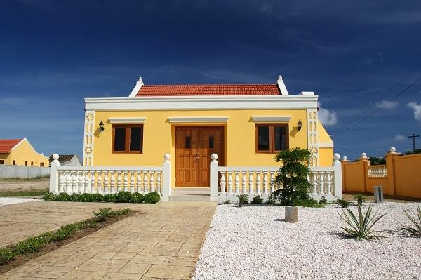 Betonzaun im mediterranen Stil