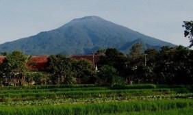 Hasil gambar untuk foto gunung tidar