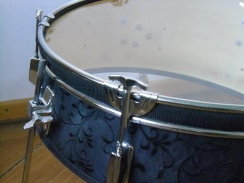 22 Zoll Bass Trommel, Textil, 6mm Float Glass, Möbelwax. 22 Inch bass drum, textiles, 6mm float glass, wax.