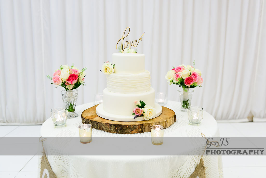 Wedding cake photo by Crow Hill Wedding Photographer - Gary Stevenson