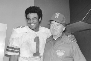 Warren Moon and Don James (AP photo)