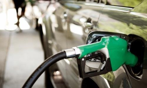 El precio de la gasolina baja esta semana pero es más cara que hace un año