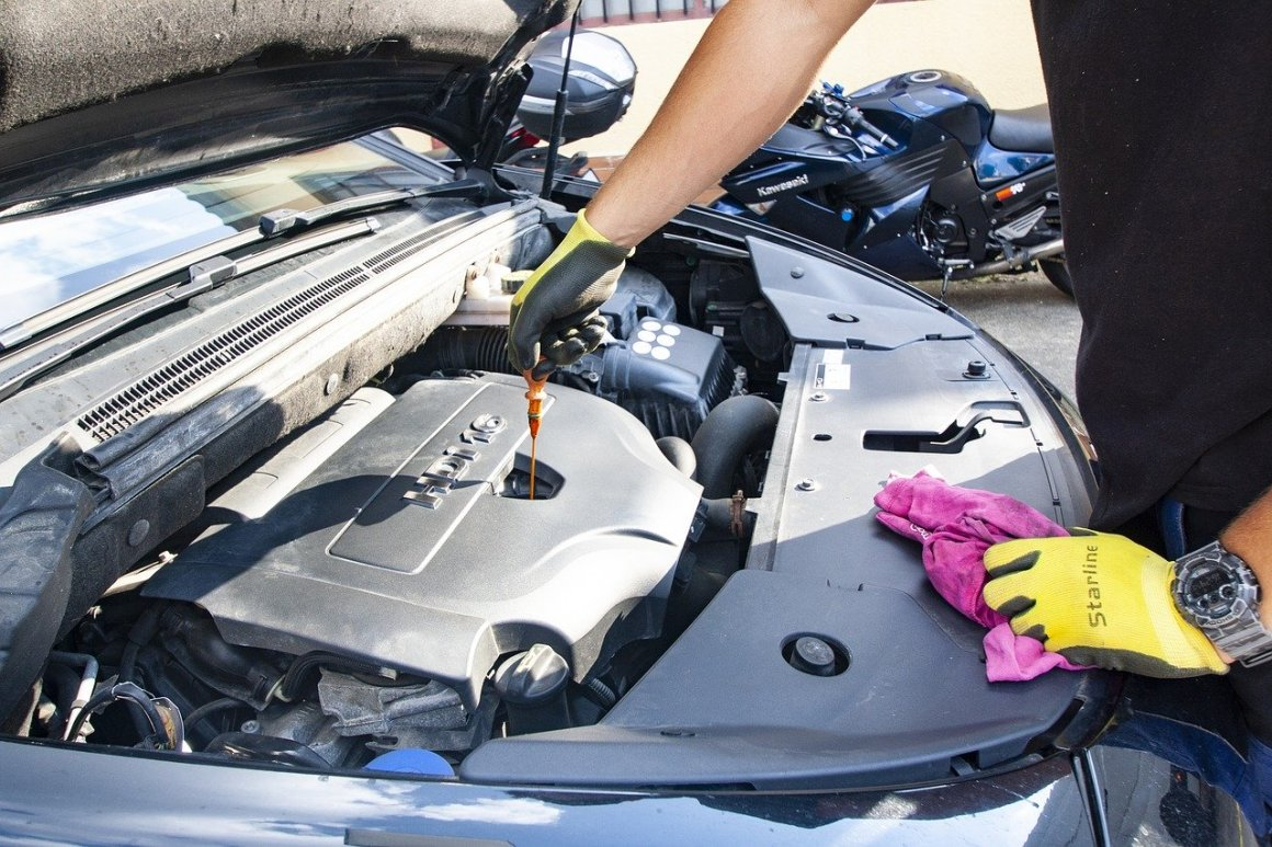 Oil Motor Changing The Oil  - Skica911 / Pixabay