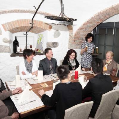 Das urige Gwölb im Gasthaus Vis A Vis - ideal für Firmen- und Familienfeiern