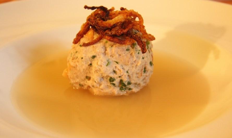Rezept: Bratwurst-Brezel-Knödel-Suppe