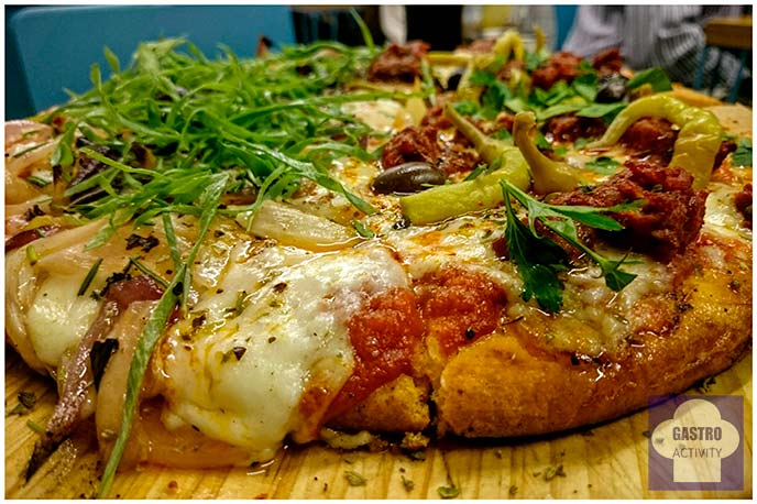 Pizza Calabresa y Pizza Fugazza