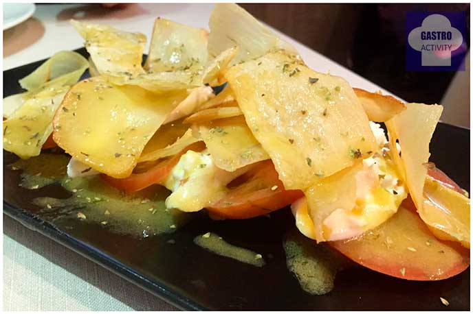Milhojas de tomate raff con burrata y yuca frita Restaurante Vinateros 28 Moratalaz Madrid