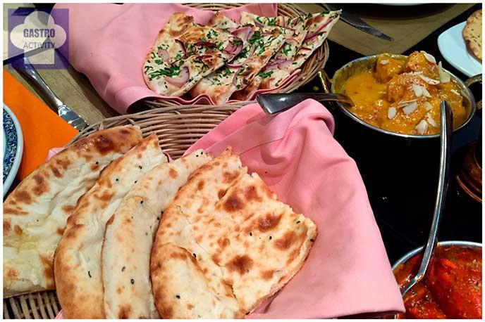 Tandoori Nan de queso y de cebollaRestaurante Purnima comida hindu Madrid