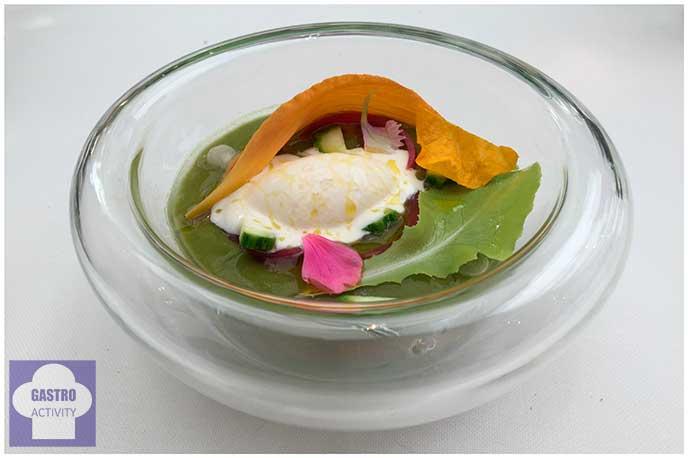Como una ensalada de lechuga, tomate y cebolla El Corral del Indianu Asturias