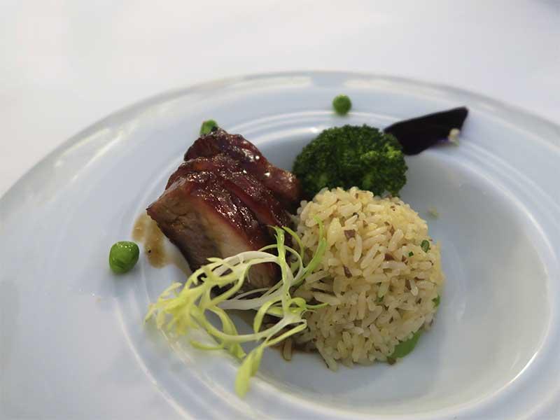 Menu degustacion del chef Scott Xu para China Taste 2018 Pollo crujiente foie gras y kiwi