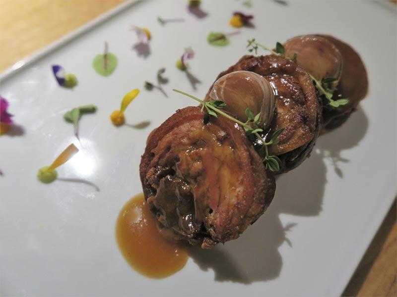 Taberna y Media Cochifrito con ajos morados, tomillo y lima