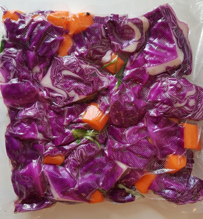 Salat med rød spidskål og gulerødder