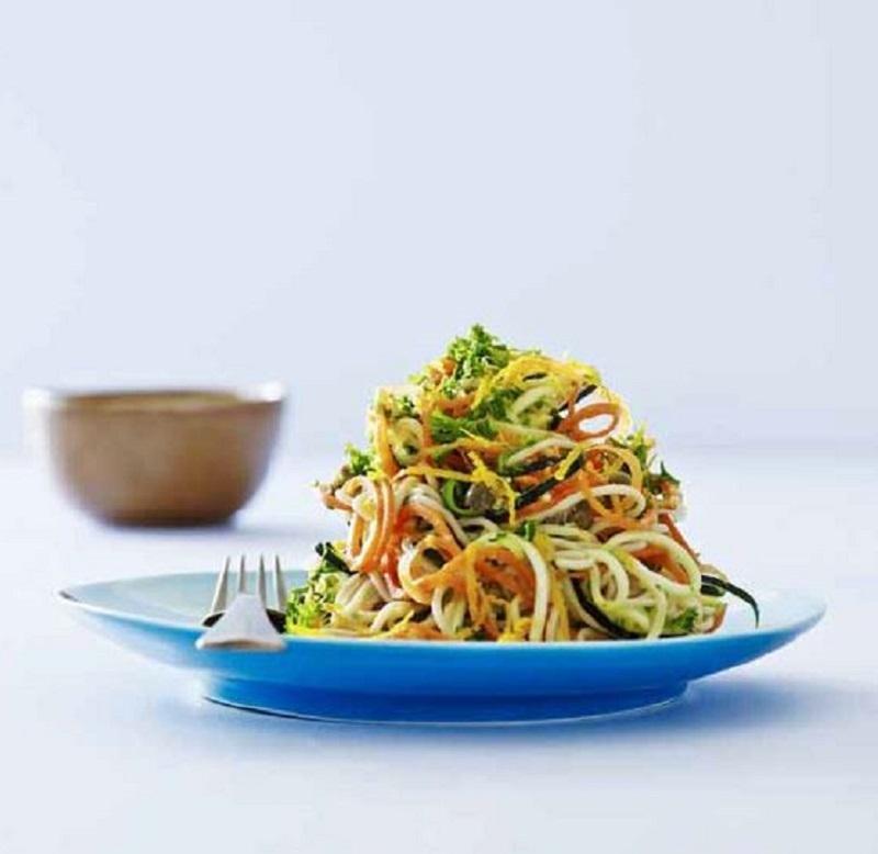 Tvistet pasta carbonara med appelsin og persille