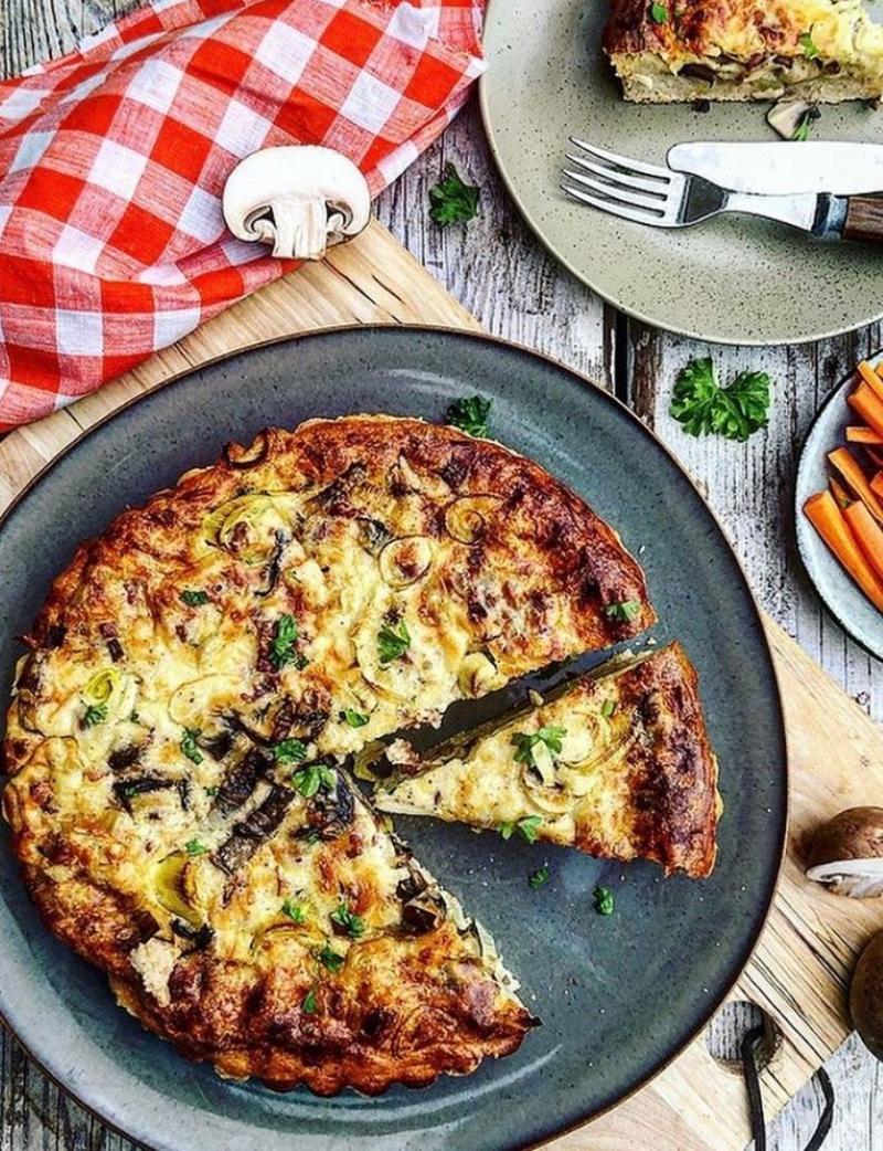 Porretærte med bacon og champignon