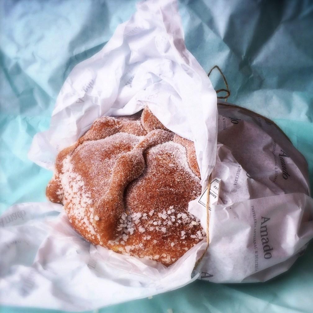 El premio al más guapo de todos los panes se lo lleva el bellísimo y elegante pan de Pastelería Amado, con esa azúcar gorda en la parte inferior. Para portada de revista!