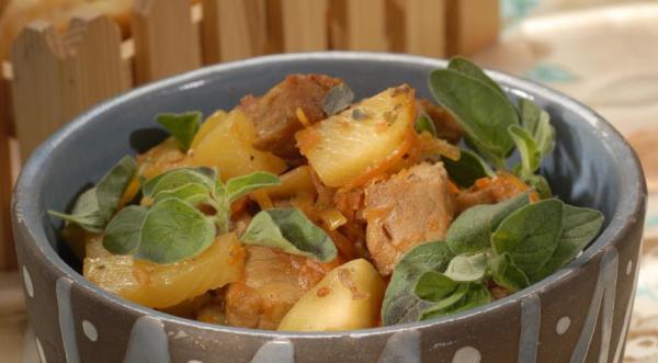 Свинина, тушенная с ананасом, пошаговый рецепт с фото
