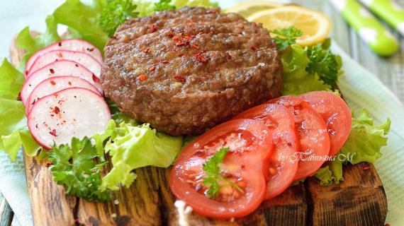 Бургерлер гриль сәбізді толтырады