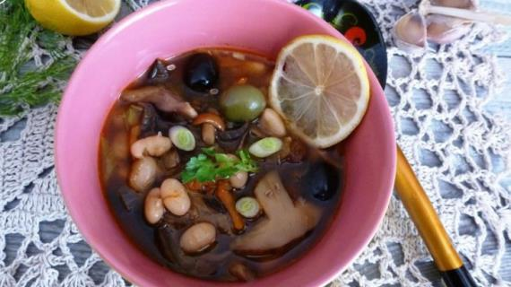 Mushroom hodgepodge with beans