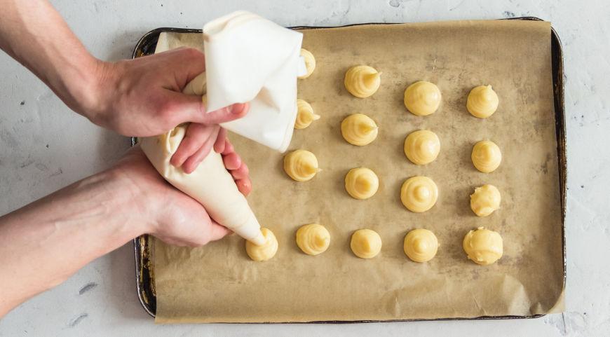 Фото приготовления рецепта: Заварное тесто (профитроли), шаг №7