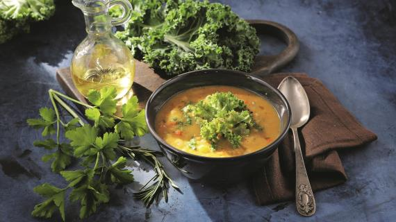 White bean cream soup with kale