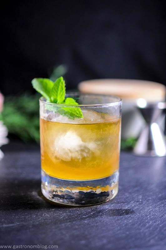 Whiskey cocktails for summer for Good summer whiskey drinks