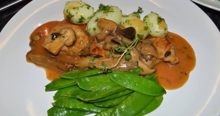 Pork Steak with Sauce Chasseur, Potato Parisienne and Mongetout-Свинско със сос Шасьор, Картофи Паризиен и Млад Грах