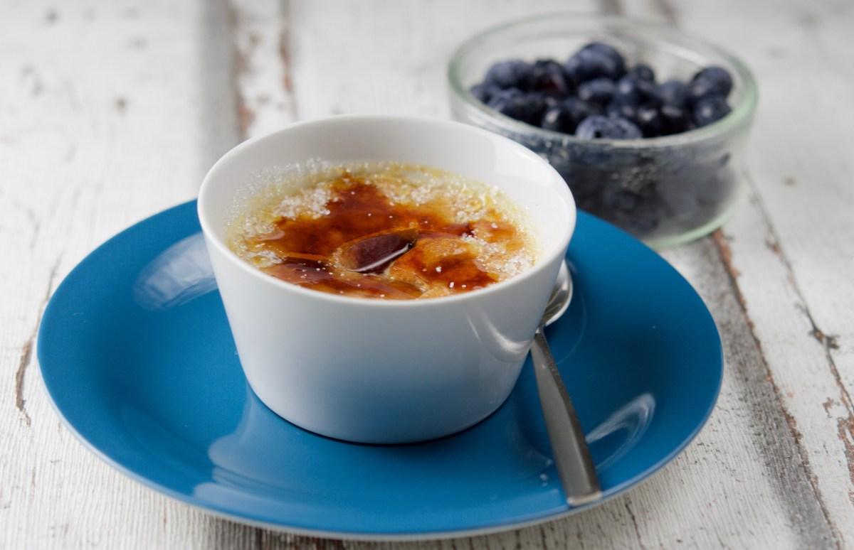 Blueberry Creme Brûlée / Крем брюле с боровинки