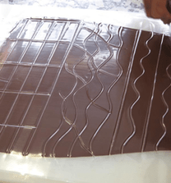 Chocolat sous feuille guitare