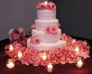Pièce montée en gâteaux superposés