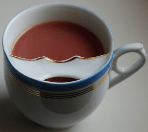 Tasse à repose moustaches