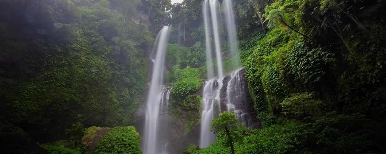 Cascades d''eau près de l'hôtel Amankila