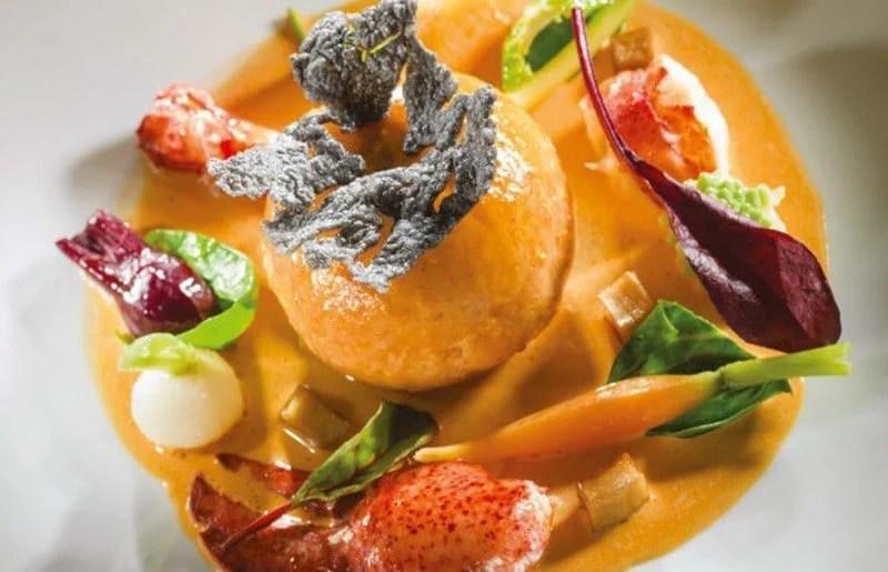 Mousseline de homard et de brochet aux petits légumes et au jus de carapace