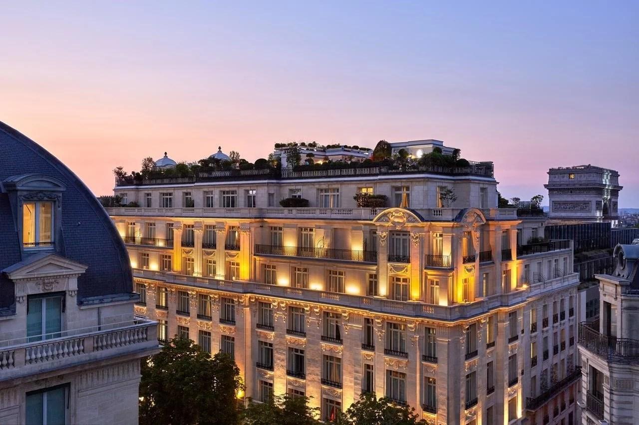 L'hôtel Raphael à Paris le soir