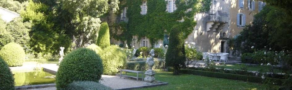 Le parc de l'hôtel Baumanière les Baux de Provence