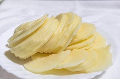 Patatas cortadas en lonchas para tortilla