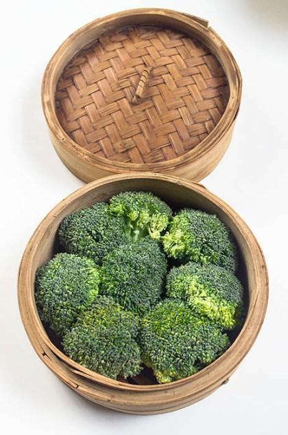 Brócoli en la vaporera