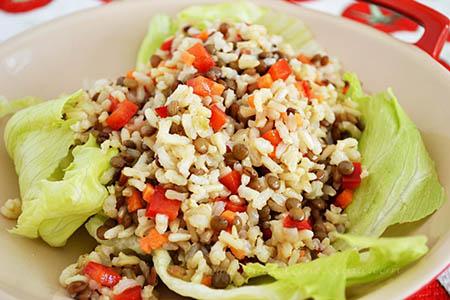 Ensalada de arroz integral con lentejas