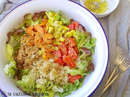 Ensalada completa de lentejas, arroz, puerro, tomate y zanahoria [Con aliño fresquito de limón y ajo]