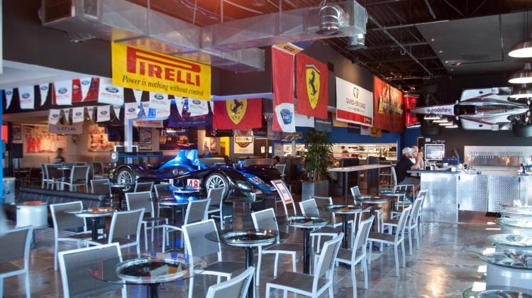 Garage Grill: interior