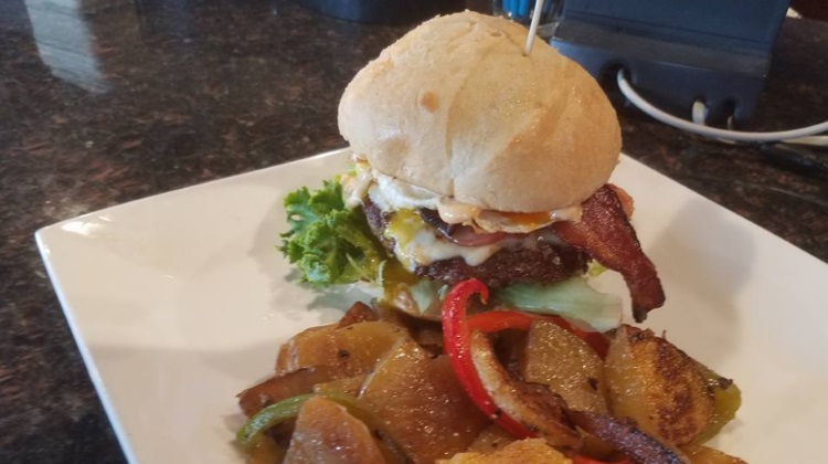 Mid City Pub And Grill: brunch burger