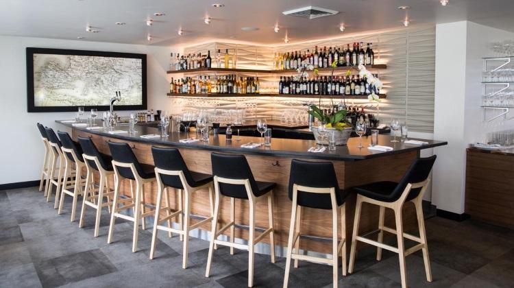 Stanza: bar and lounge