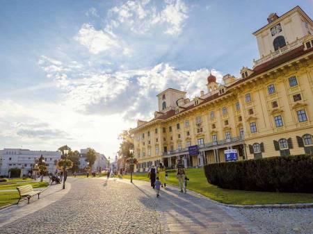Mit dem Bus von der Wiener City ins Burgenland Schloss Esterházy Burgenland Tourismus Peter_Burgstaller