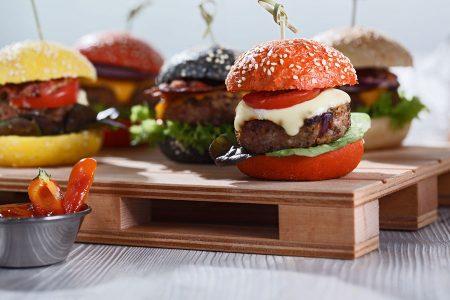 Burger Buns Cookies Muffins online kaufen bei EDNA Vom Gourmet Burger bis zu den köstlichen Minis ist für jeden Burger-Liebhaber bei EDNA das Richtige dabei.