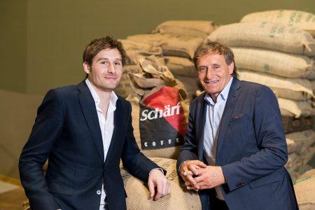 """Marco (l.) und Reinhold Schärf, Geschäftsführer des Familienunternehmens, sehen große Marktchancen für die künftigen Markennutzer von """"Espress it""""."""