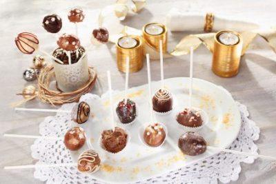 Himmlische Mikro-Topfenbällchen schmecken aus der Hand genauso gut wie am Spieß und sind ein toller Snack auf jedem Adventmarkt.
