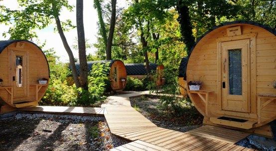 Campingurlaub neuer Trend Schlaffässer im Wienerwald