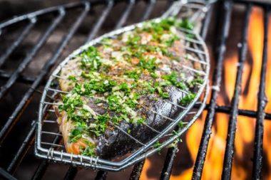 Sommerliche Fischküche: Der Trend geht zu leichteren, raffinierten Grillgerichten.